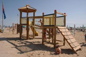 giochi-bambini-ufficio-spiaggia-bagno-sabbiadoro